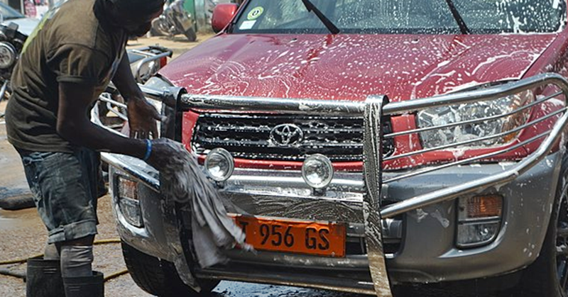 Sharjah Municipality Imposes Dh 500 Fine for 'Illegal' Car Washing