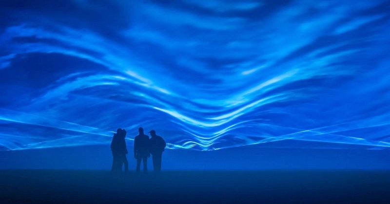 FREE Light Show in Dubai Features Underwater Illusion 1