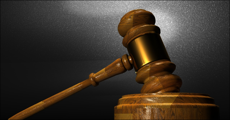 Emirati Couple Put on Trial for Confinement of Worker, Robbery