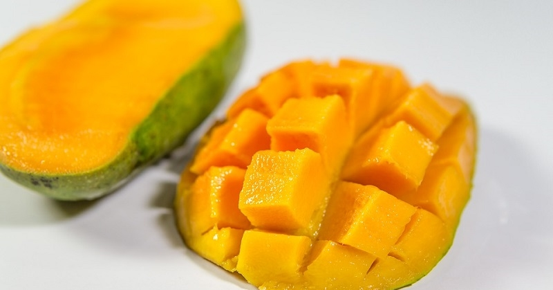 Man Fined AED 5K for Stealing 2 Mangoes at Airport