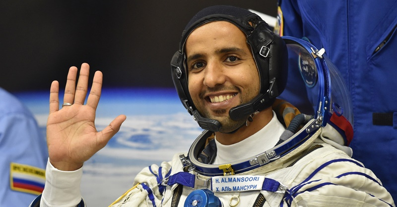Hazzaa al-Mansoori (gambar dari: https://dubaiofw.com/first-uae-astronaut-sent-to-space/)