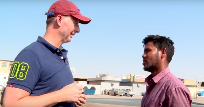 [WATCH] Man Moved to Tears after Receiving Gold as Gift from Stranger in UAE