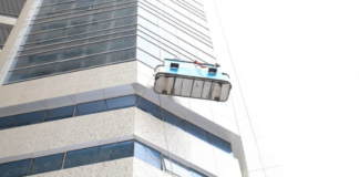 Expats Save Lives of 2 Window Cleaners Dangling Outside Building